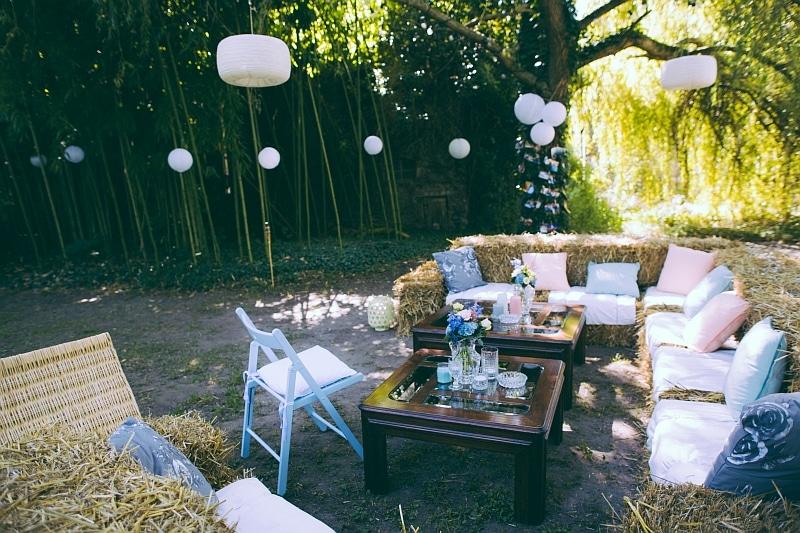 Scheunen Hochzeit Heuballen Lounge