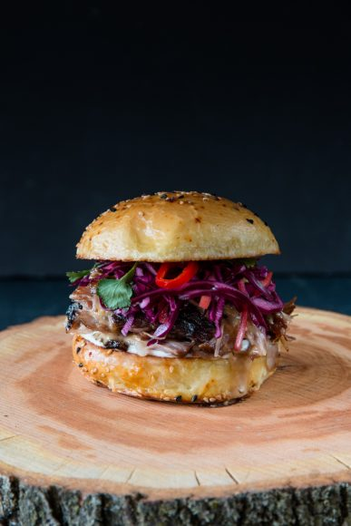 Asiatischer Pulled Pork Burger (Sous Vide)