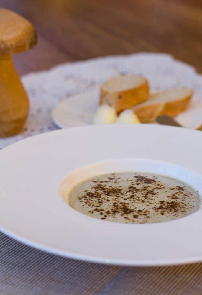 Champignon Suppe mit Pilzstaub