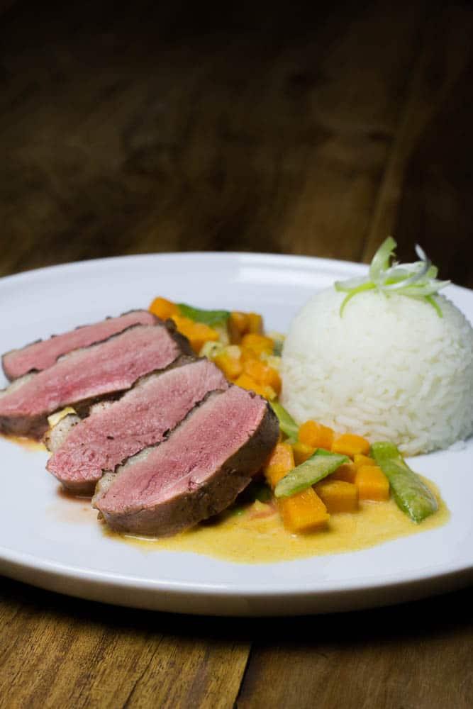 Entenbrust Sous Vide mit Süßkartoffel Thai Curry