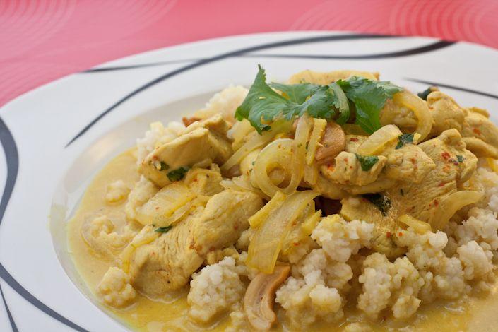 Hähnchencurry mit Cashew-Couscous