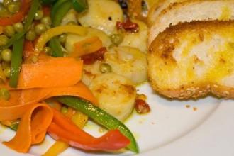 Jakobsmuscheln mit Gemüse