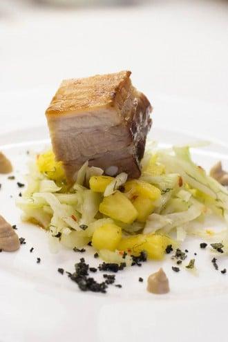 Schweinebauch Ananas Fenchel Salat